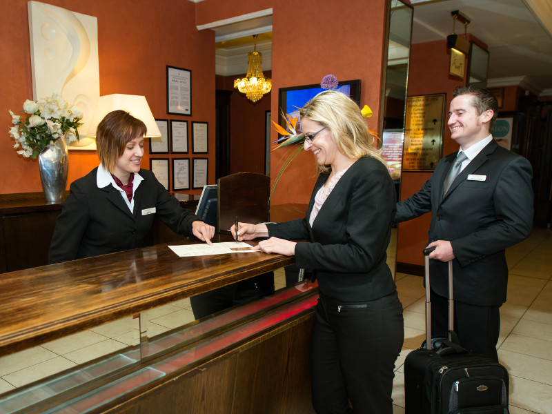 Guest_checking_in_at_the_Glenroyal_reception